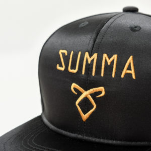CASQUETTE SNAPBACK BLACK AND GOLD Logo